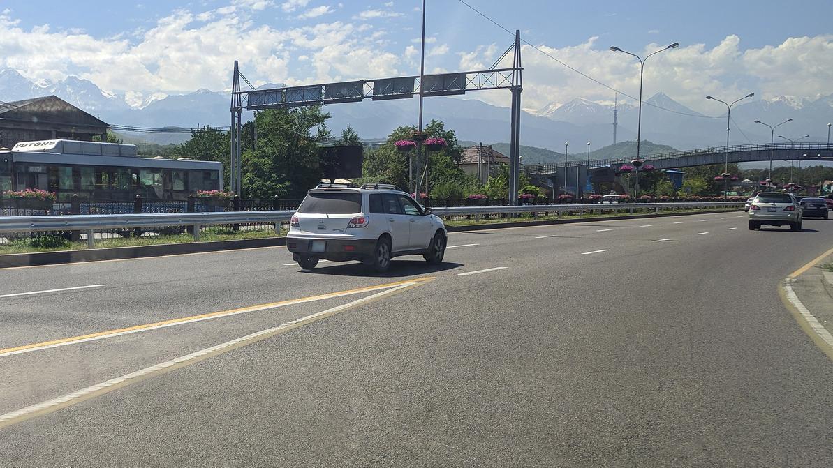 На ВОАД началась установка новых дорожных ограждений
