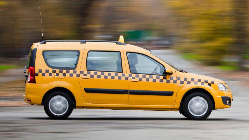 В каких случаях таксистам можно ездить по автобусной полосе?