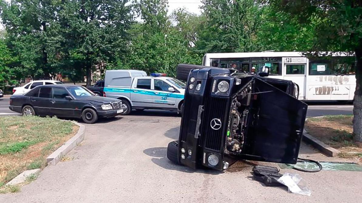 Gelandewagen опрокинулся в Алматы