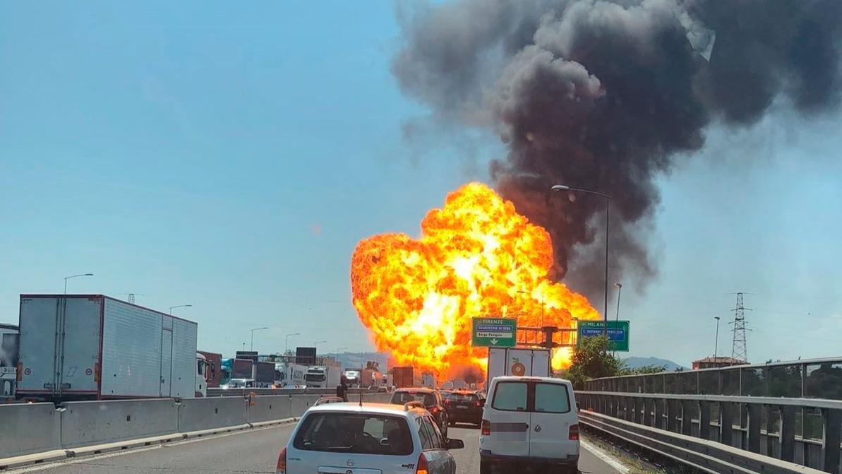 Более 80 человек пострадали при взрыве автоцистерны в Италии