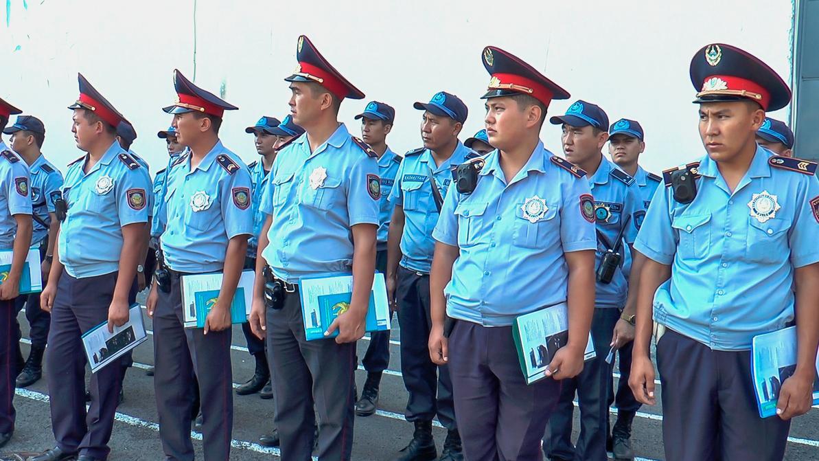 Пешком патрулировать улицы заставили полицию Алматы