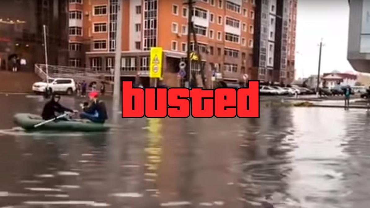 Плывших на лодке во время ливня в Астане парней наказали