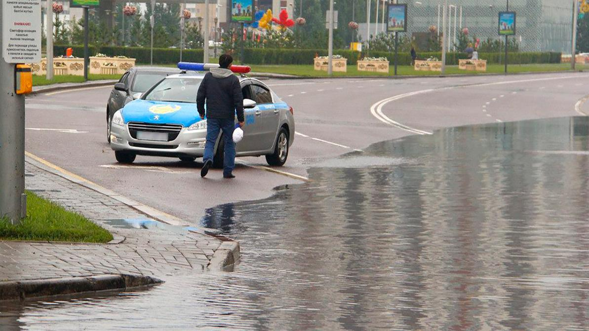В Астане изменили движение автобусов из-за дождя