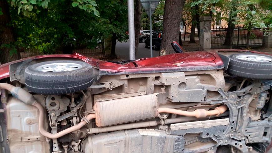 В Алматы FJ Cruiser «забодал» RAV4