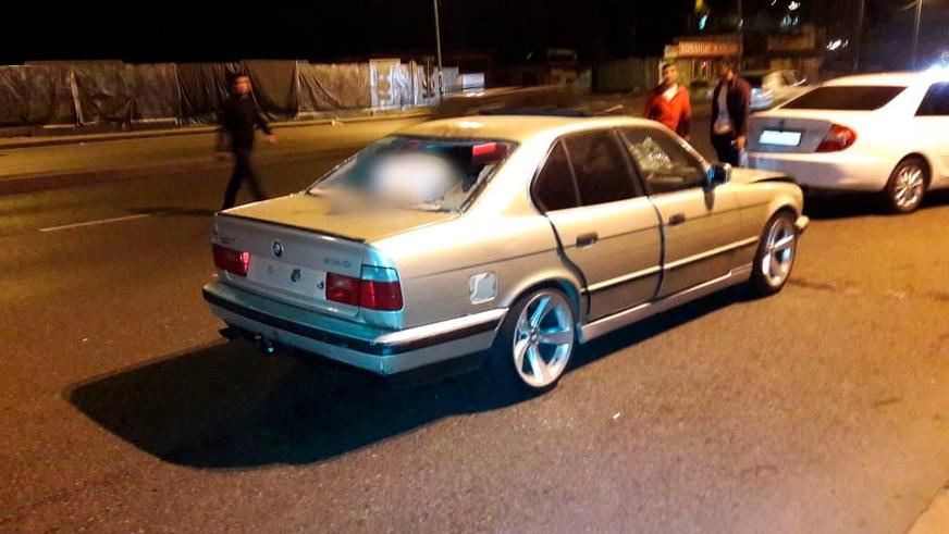 В Алматы пешеход пробил BMW насквозь