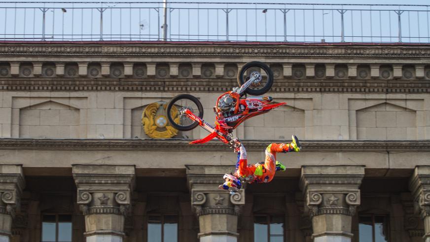 Пролетая над Старой площадью