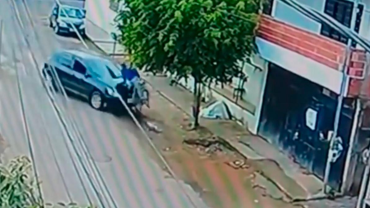 13-летняя девочка угнала авто и сбила велосипедиста в Бразилии