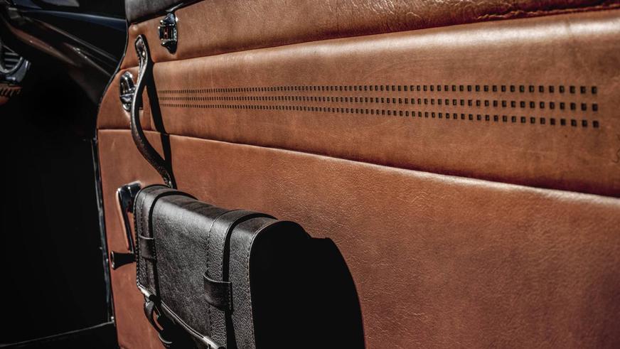 Тюнеры преобразили интерьер старого Mercedes-Benz 230 SL