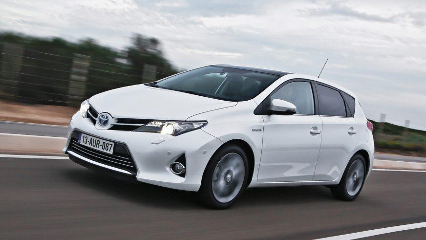 Toyota отзывает почти 2.5 млн гибридных автомобилей