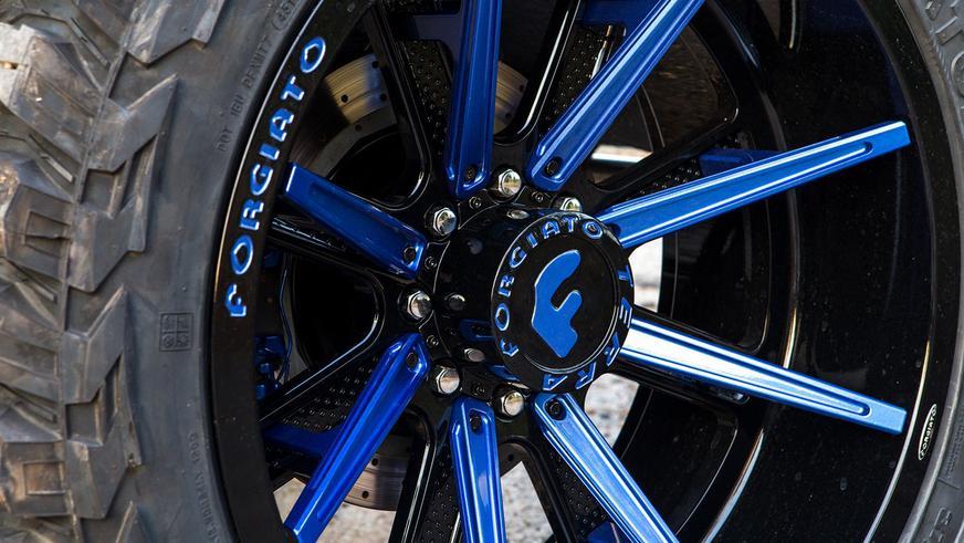 Внедорожный G550 4x4² испортили 24-дюймовыми колёсами
