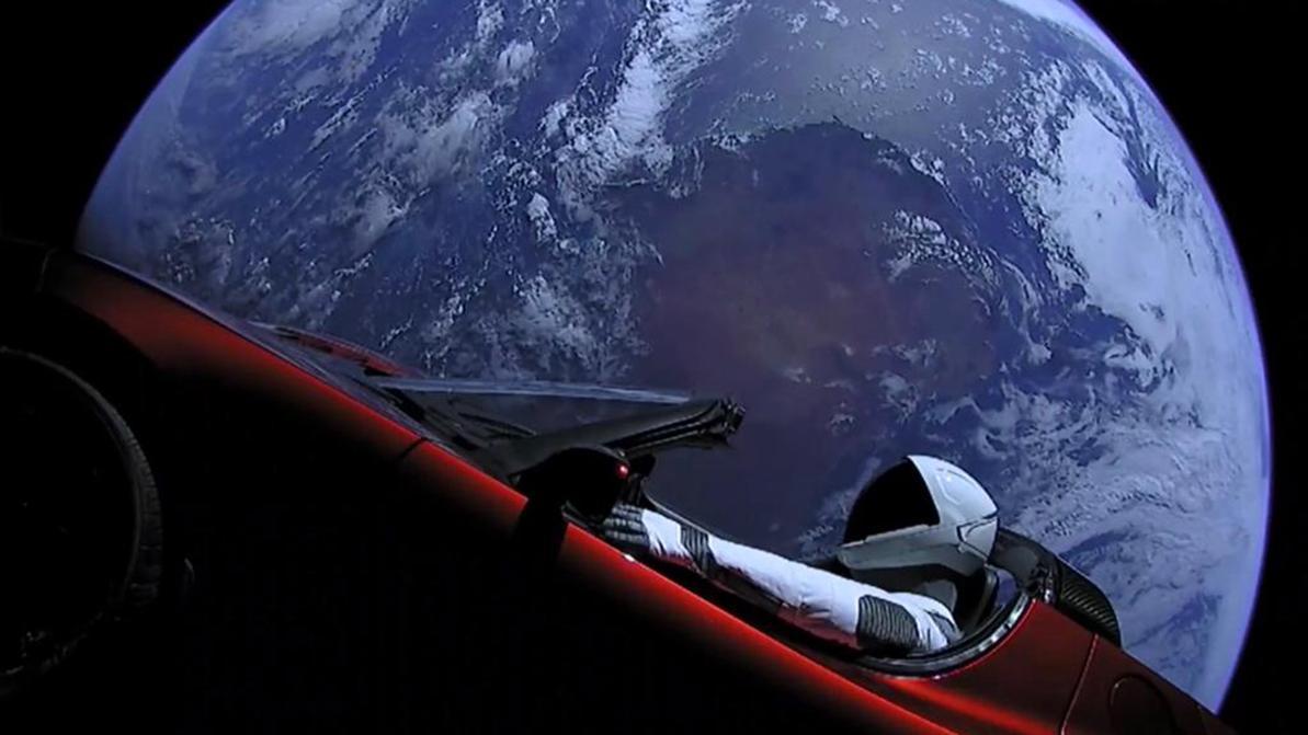 Родстер Tesla долетел до орбиты Марса