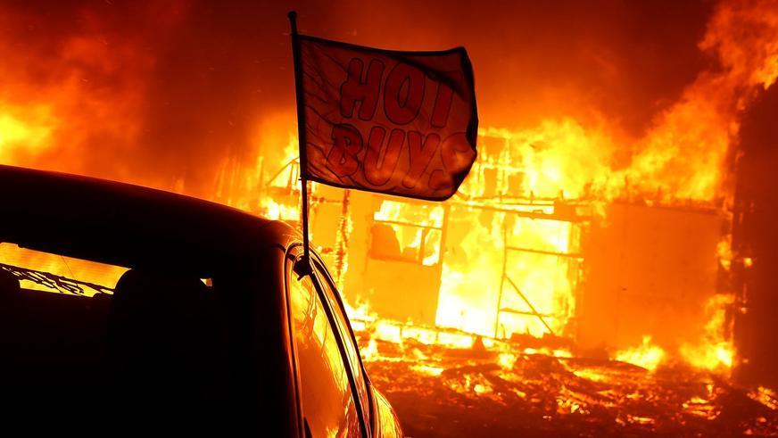 Калифорнийские лесные пожары добрались до оживлённых трасс