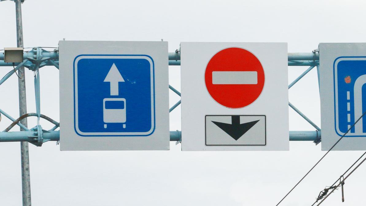 В Алматы снимают «кирпичи» с автобусных полос