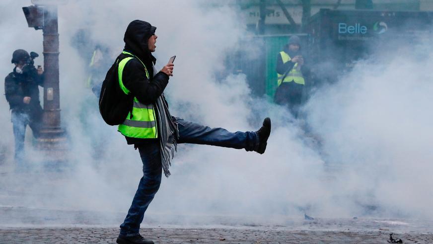 Обещание подорожания топлива во Франции привело к беспорядкам и погромам