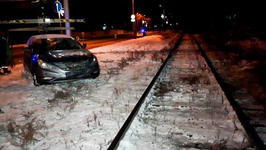 Поезд столкнулся с Hyundai в Алматы