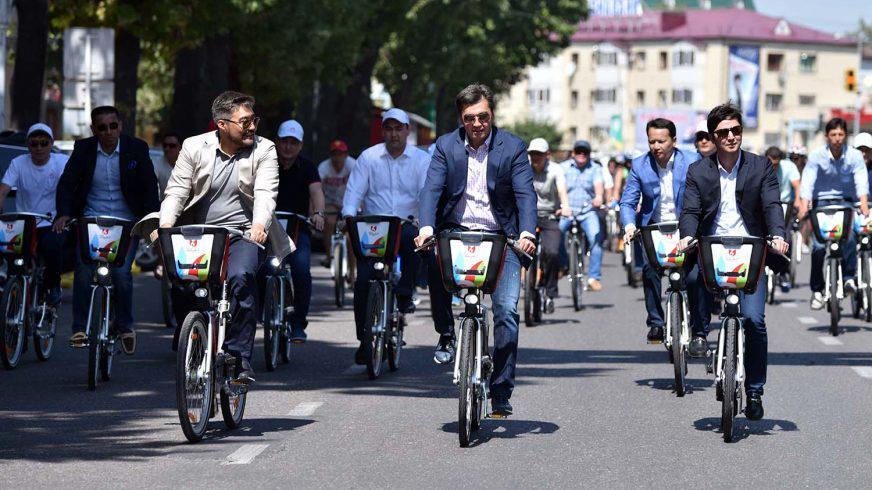 Аким Шымкента будет ездить только на велосипеде