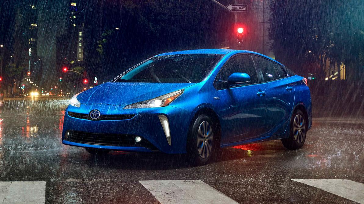 Внешность Toyota Prius сделали проще