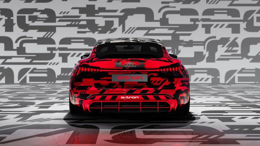 Audi дразнит электрическим лифтбеком e-tron GT
