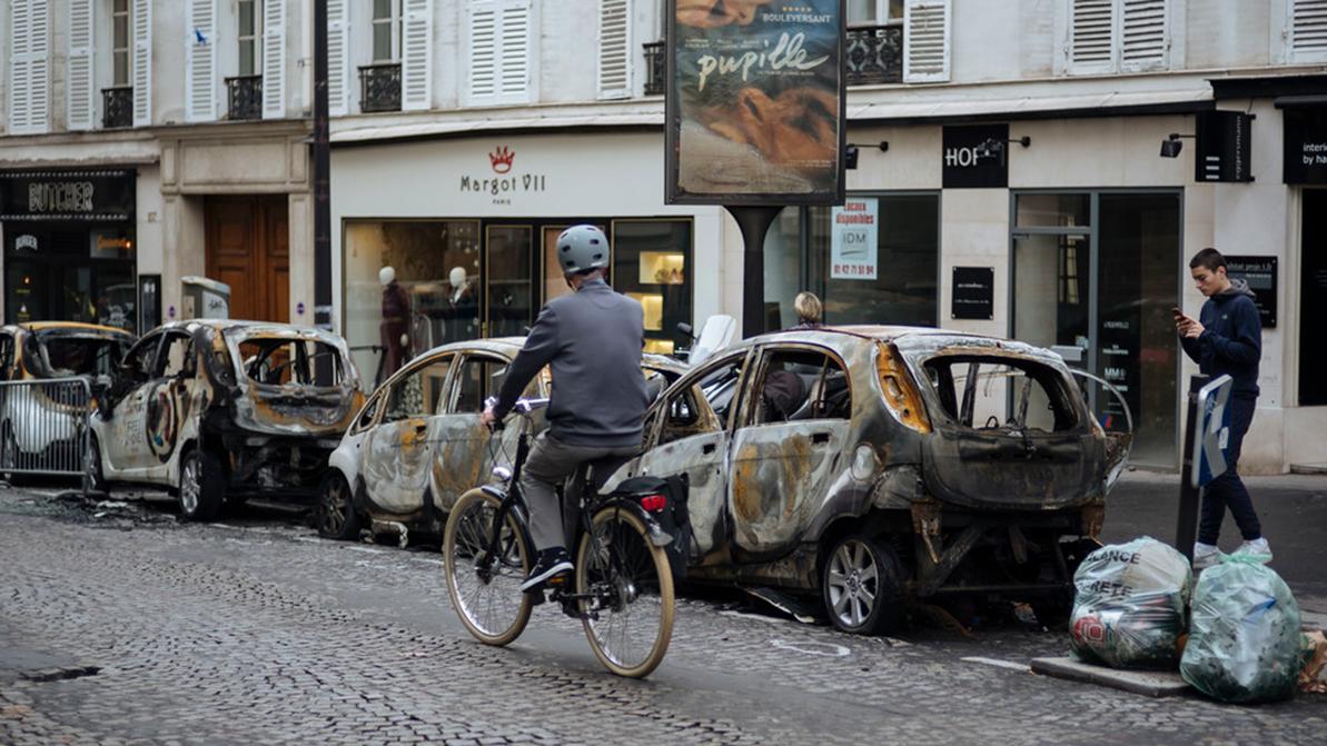 Правительство Франции не будет повышать цены на топливо