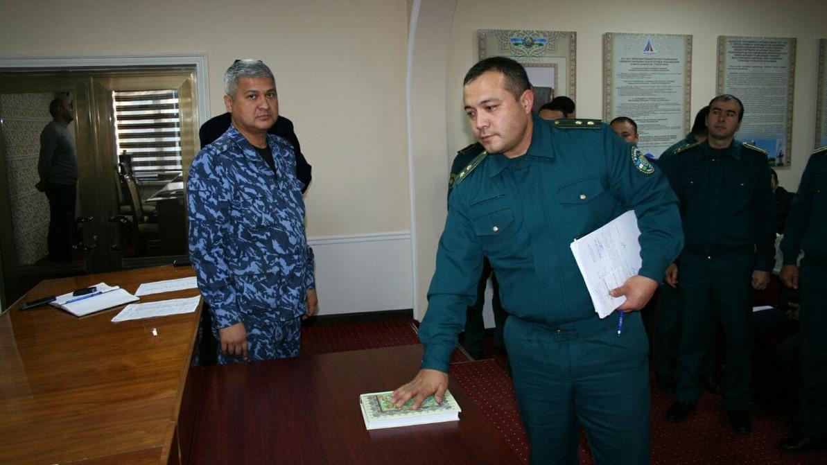 Узбекские милиционеры поклялись на Коране, что не будут брать взятки