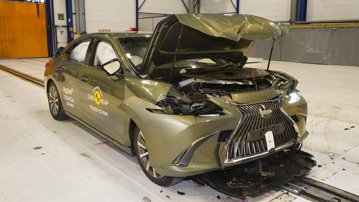 Lexus ES стал одной из самых безопасных машин 2018 года
