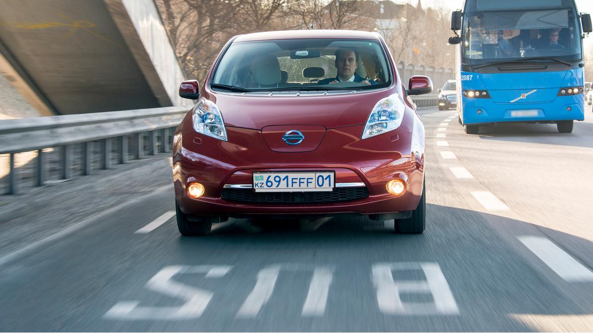Знак парковки и номера для электромобилей могут появиться в ПДД РК
