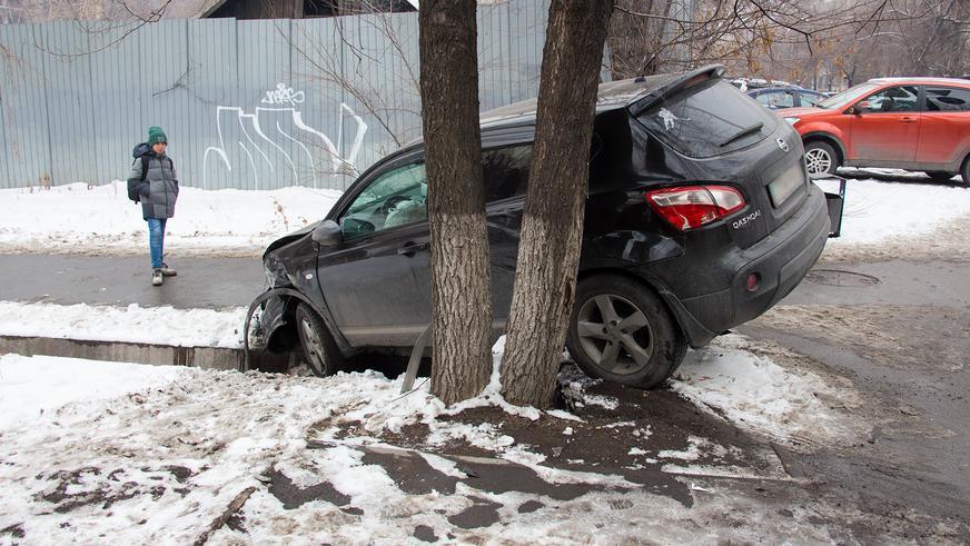 Видео: На Мынбаева – Гагарина в Алматы очередная авария