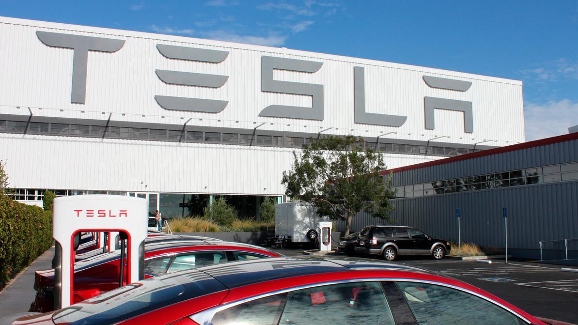 Маск доплатит за электромобили Tesla
