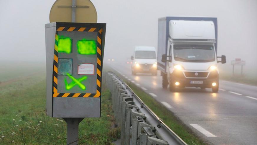 «Жёлтые жилеты» во Франции уничтожают дорожные радары