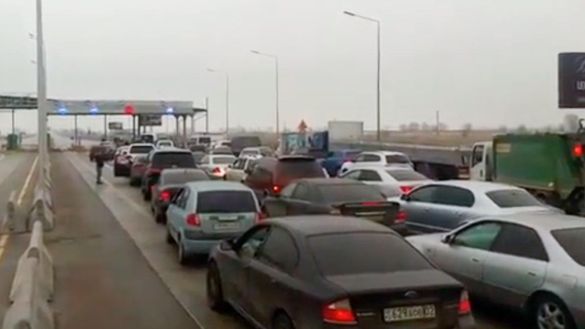 Капшагайскую трассу закрыли из-за гололедицы