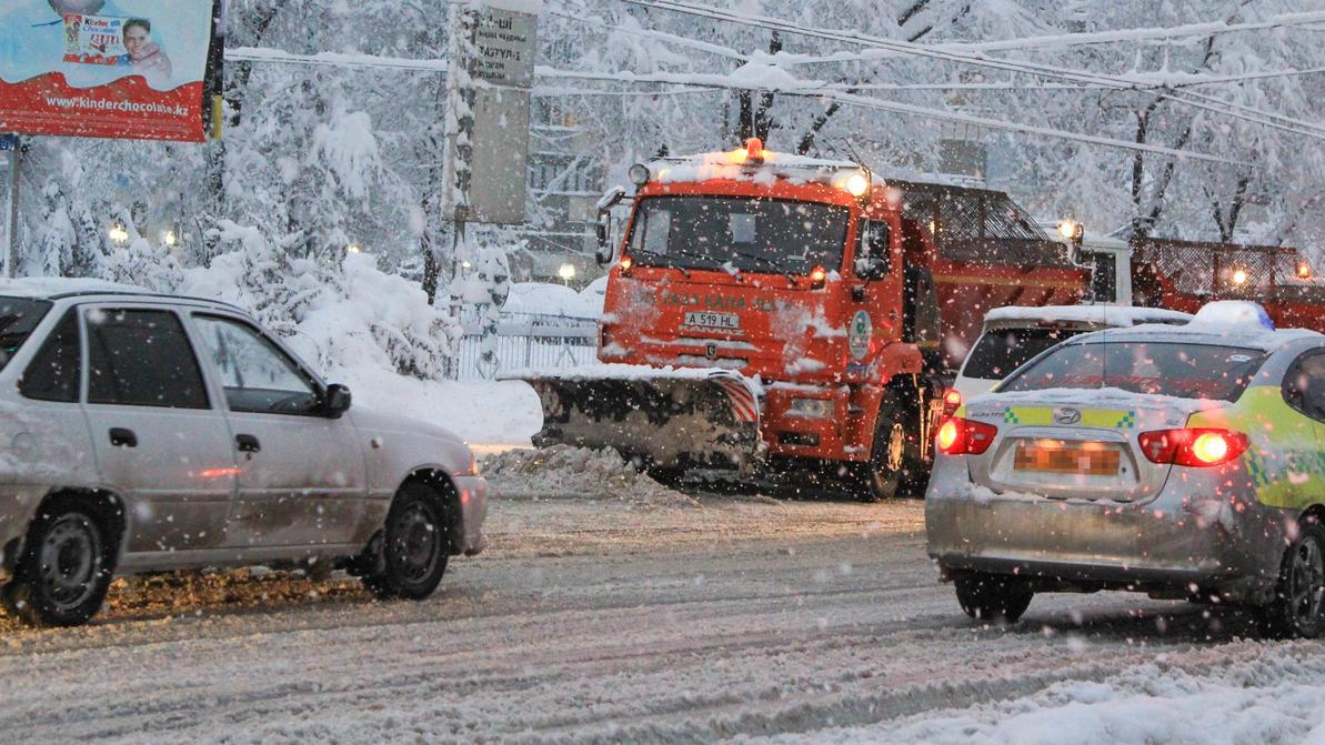 Машины в Алматы будут эвакуировать с обочин