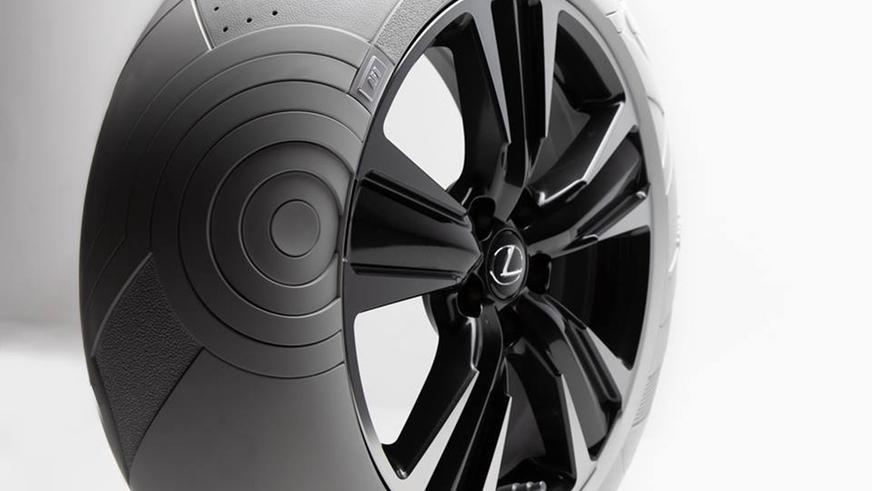 Lexus UX получил покрышки в стиле кроссовок Nike
