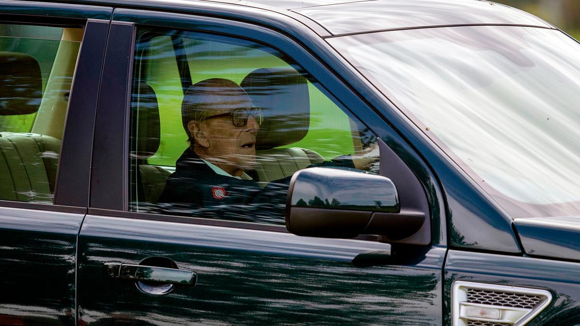 Муж королевы Великобритании сдал водительские права