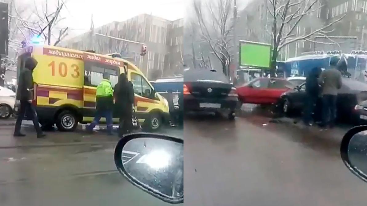 Массовое ДТП в Алматы: водителю стало плохо