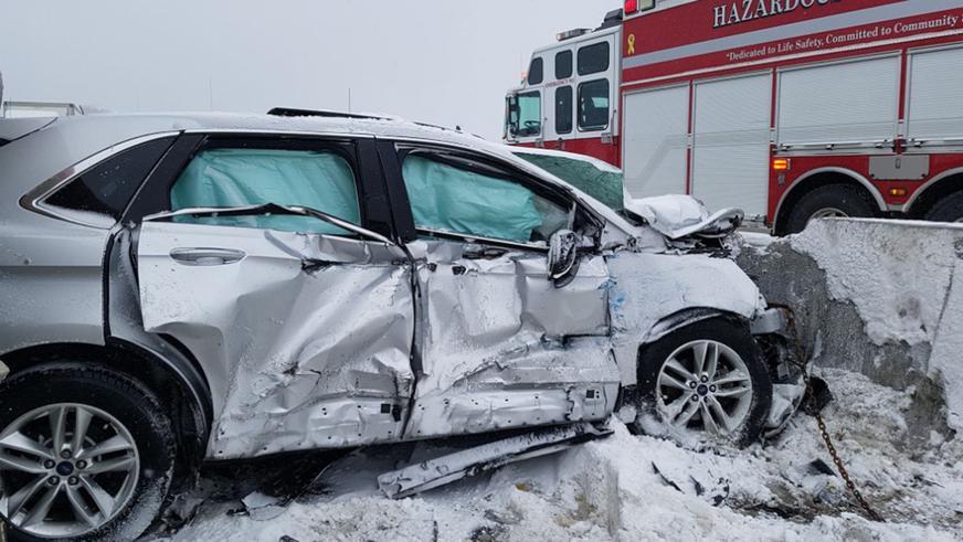 Более 70 машин столкнулись на трассе в Канаде
