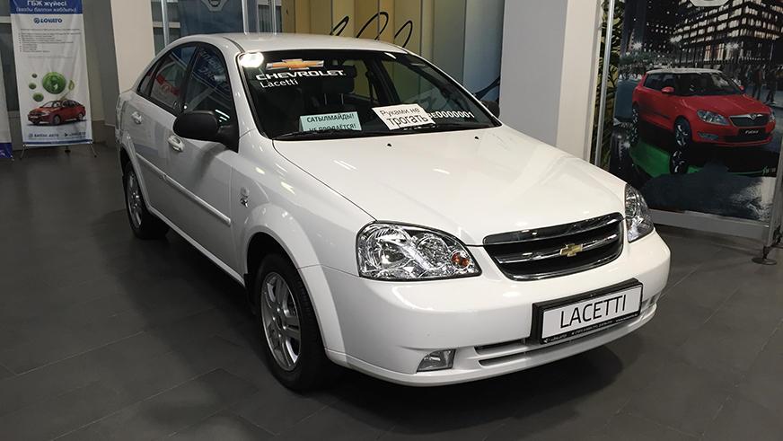 Один изНа чём возили первого президента Казахстана Нурсултана Назарбаеватаких автомобилей— Chevrolet Lacetti— стоит вдилерском центре вАлматы
