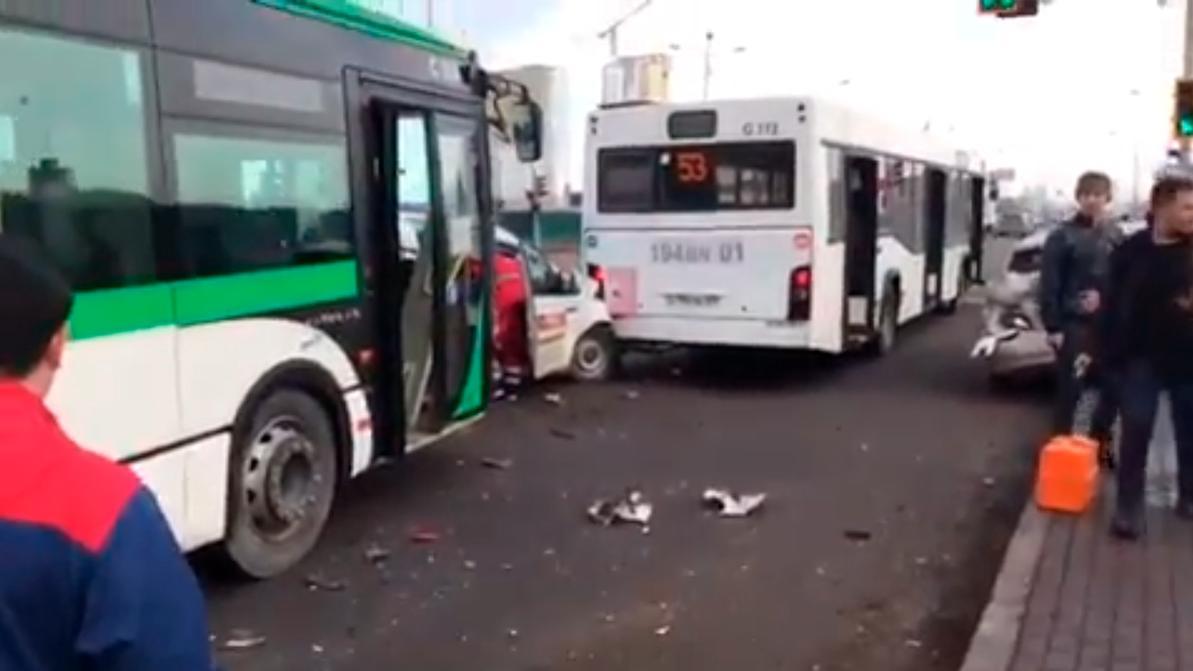 Массовое ДТП в Нур-Султане: столкнулись три автобуса