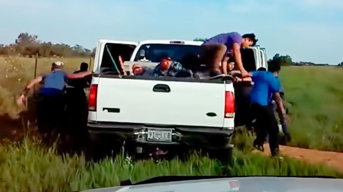 Раз, два, три, четыре… Сколько мексиканцев помещается в Ford F250?