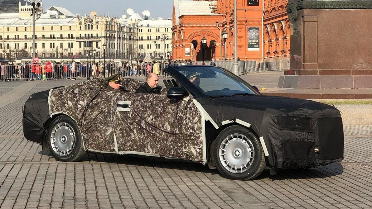 На Манежной площади в Москве сняли кабриолет Aurus