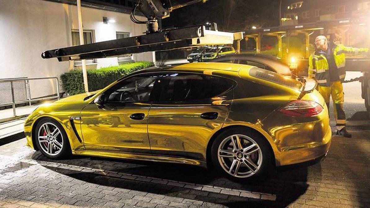 Золотая плёнка на авто отвлекает других водителей
