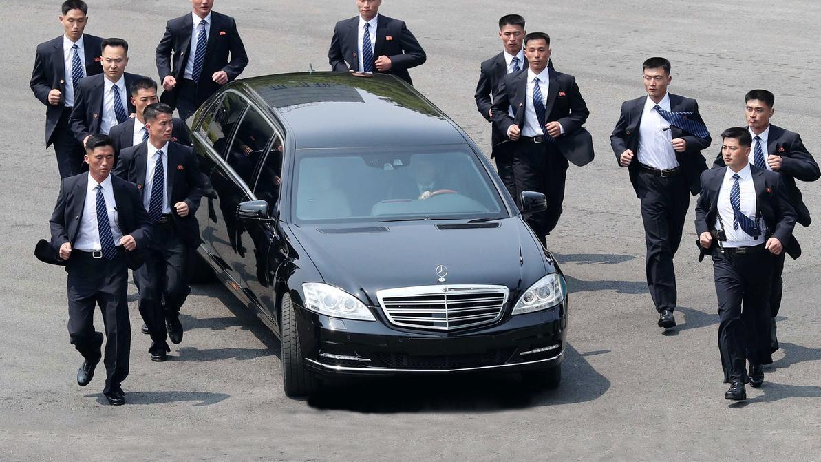 В Daimler AG задались вопросом, откуда у Ким Чен Ына лимузины Mercedes