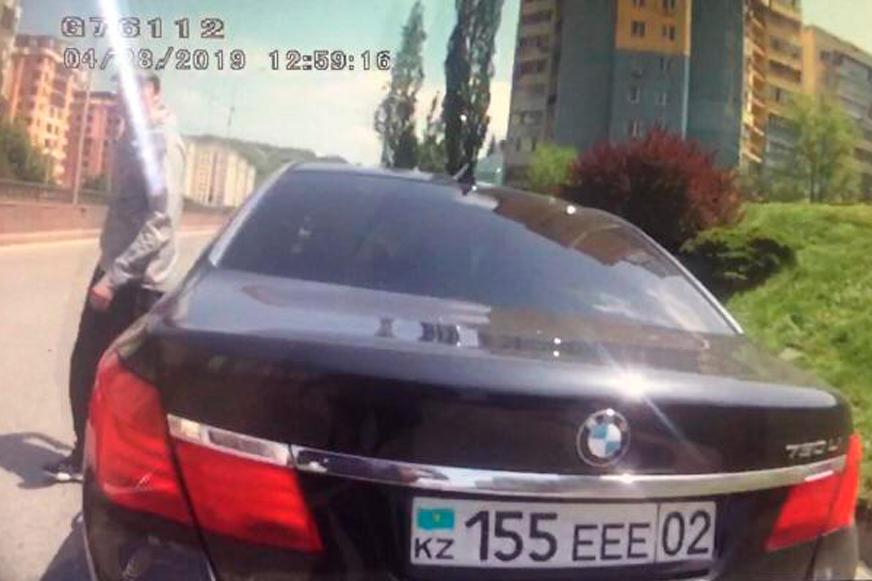 BMW 750 с подложными номерами задержали в Алматы