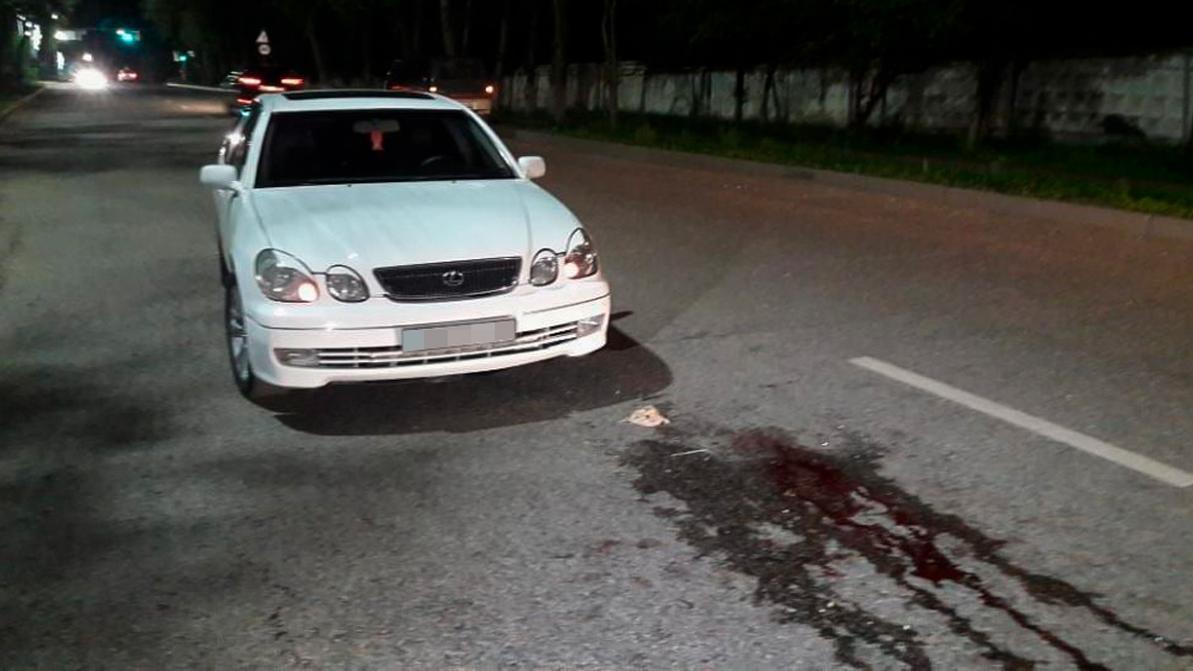 В Алматы пешеход попал под колёса сразу двух авто