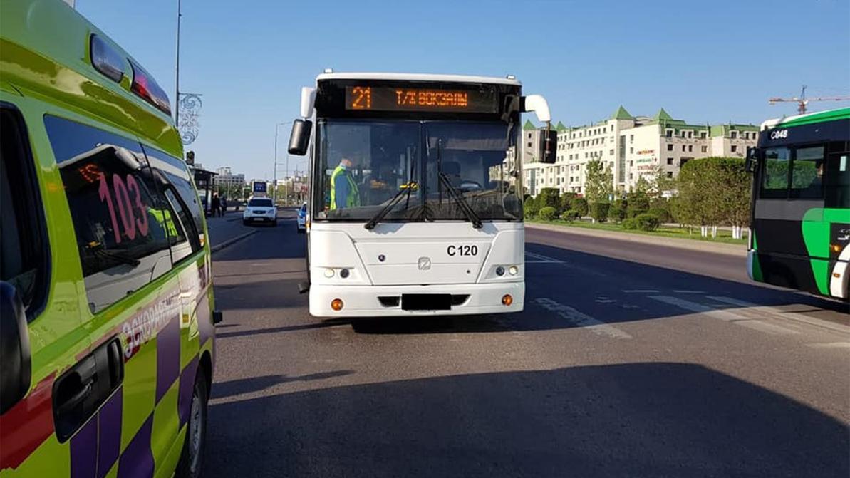 Двое пешеходов попали под колёса автобуса в Нур-Султане