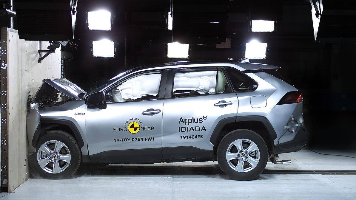 Насколько безопасен новый Toyota RAV4