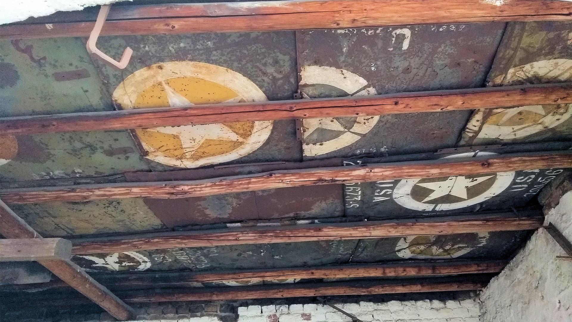 Крыша гаража в Германии оказалась сделана из... капотов «виллисов»