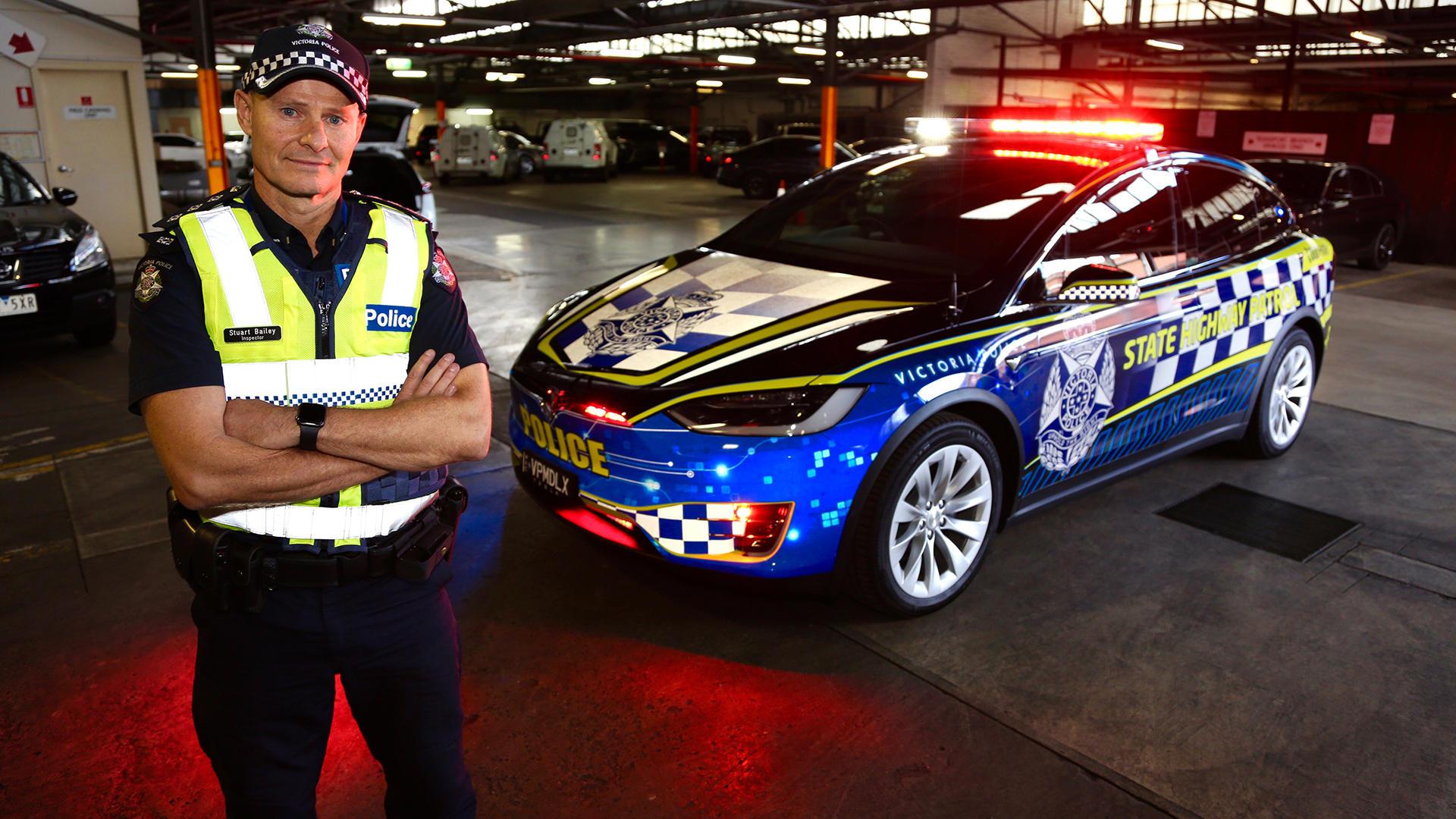 Tesla Model X взяли на службу в полицию