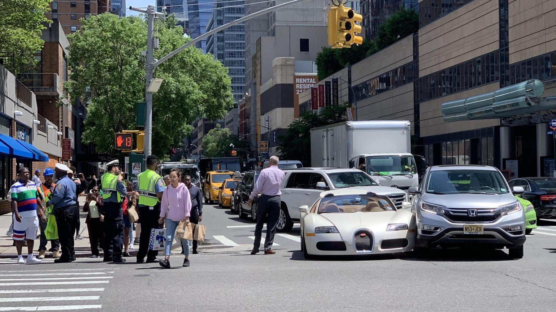 Купил Bugatti Veyron и сразу же попал в ДТП