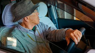 Отдельные водительские права хотят учредить для пенсионеров в Японии
