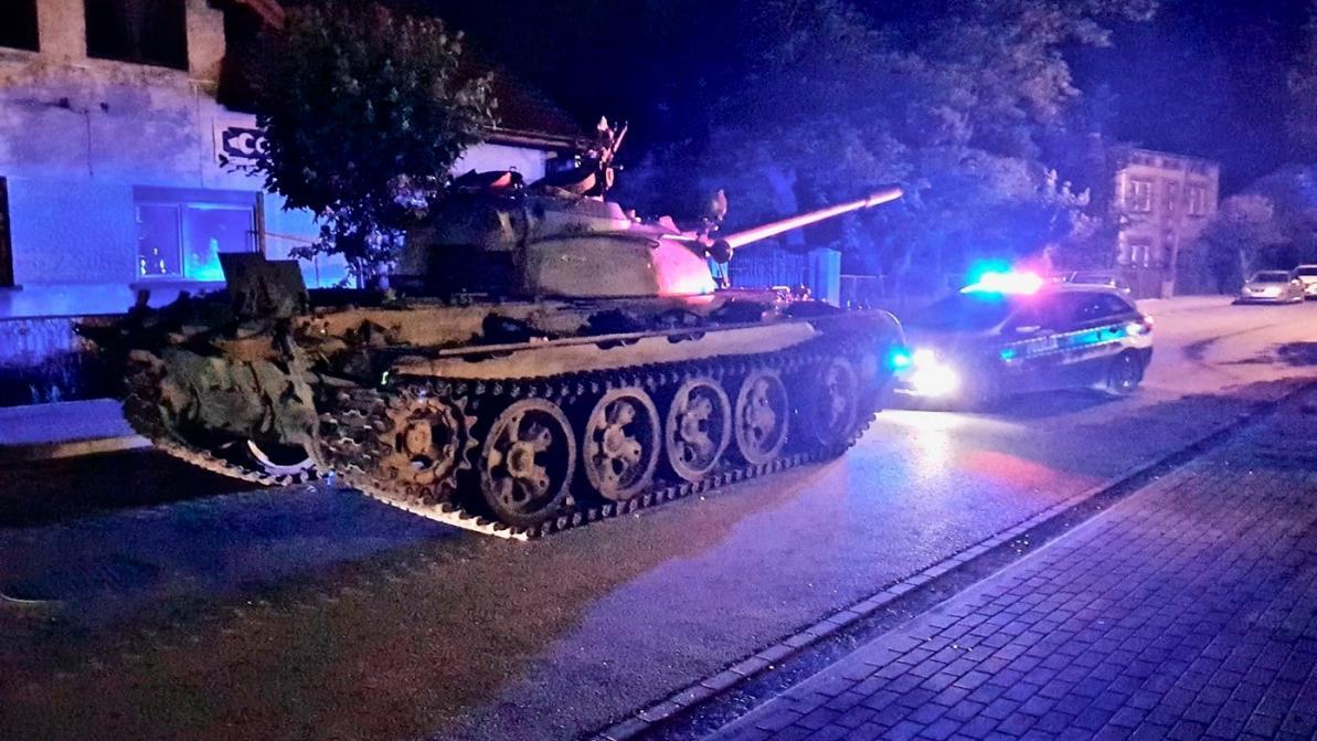 Пьяный поляк катался по городу на танке